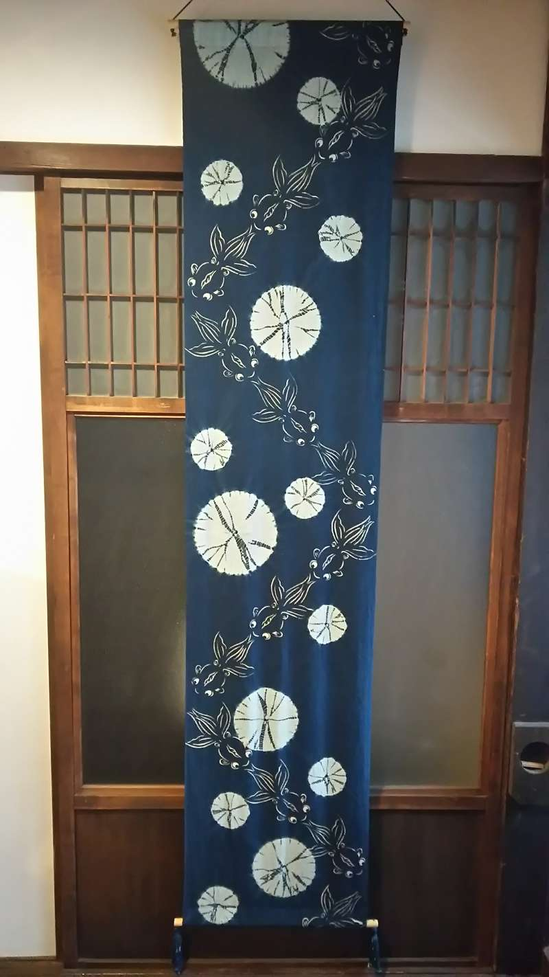 A tapestry with goldfish pattern