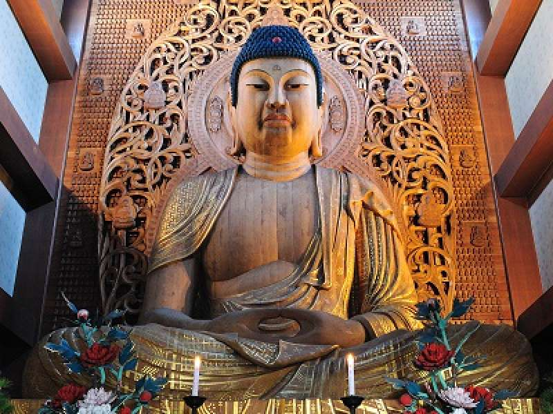 Tochoji temple was built in 806 by very famous priest Kukai.  The size of statue is 10.8 meters tall!