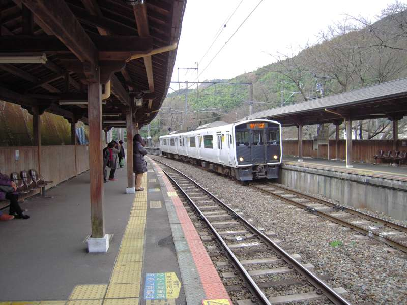 We'll take a train to visit Buddha in Nanzoin temple.  It's also nice to see country side of Fukuoka.