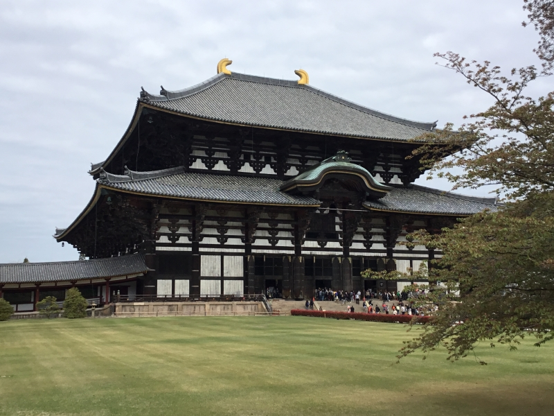 The Great Buddha Temple of Todaiji is the largest wooden building in the world and registered as a National Treasure. It measures 49 meters in height, 57 meters in width and 50 meters in depth. In 1709, it was rebuilt.