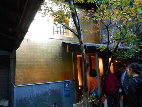 Gold leaf storehouse