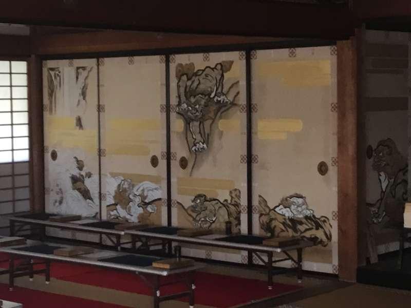 "Suiboku-ga called Indian paintings depicted on ""Fusuma""."