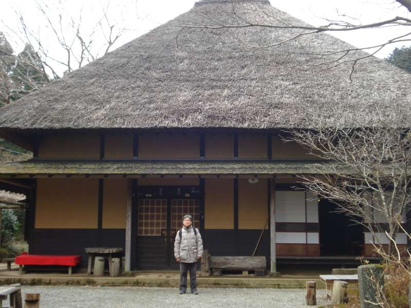 We stop at Amazake-chaya, which started operations more than 350 years ago, serves drinks and refreshments: Amazake or non-alcoholic sweet rice-based drink, Iced Macha or powdered green tea, and Chikara-mocchi or pounded rice cake. The earth floors, and irori, or sunken hearth, comfort you with long-forgotten softness of the earth and warmth of the direct fire.