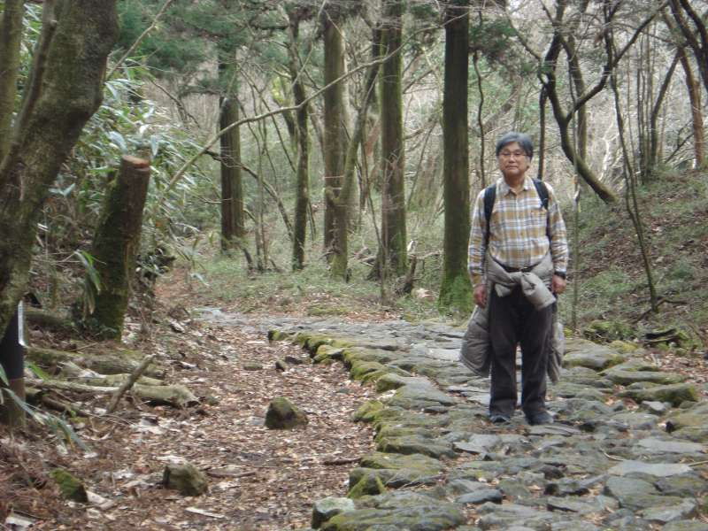 We take a walk on the cobblestone-covered old Hakone Highway, treading in the footsteps of the daimyos or feudal lords and samurais or warriors of old Japan.