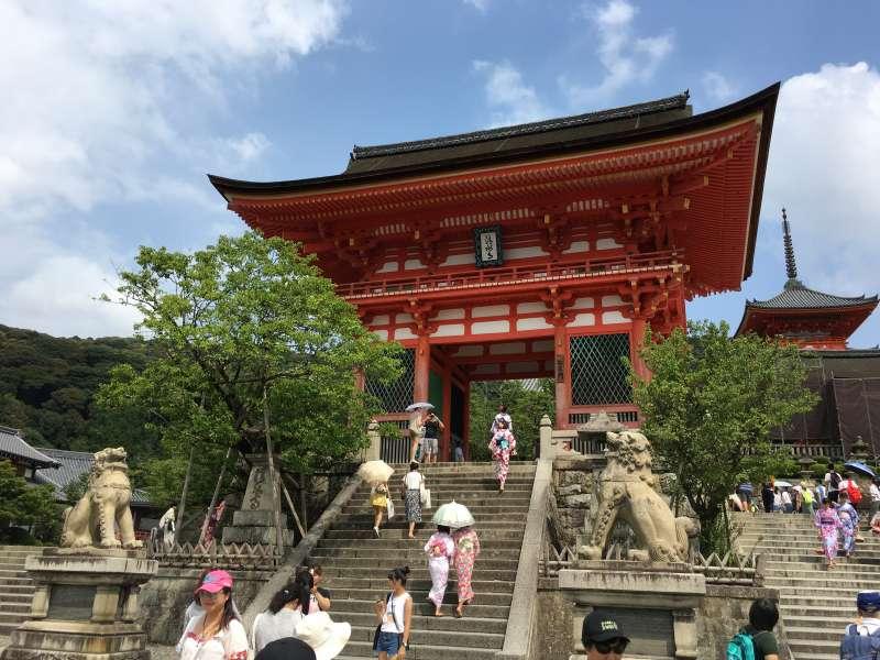 Niomon Gate of Kiyomizu Temple