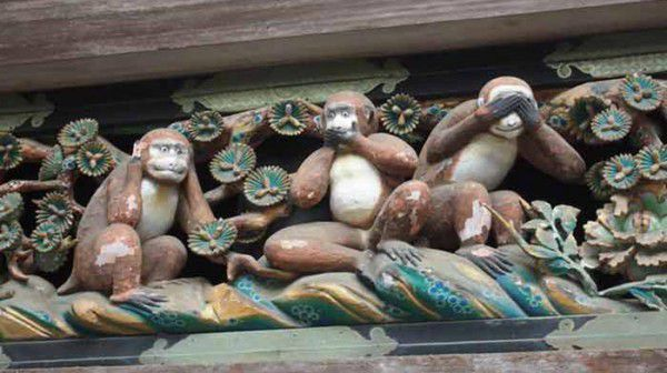 Famous Three Monkeys, sleeping cat, and Crying Dragon all you can see here!!
