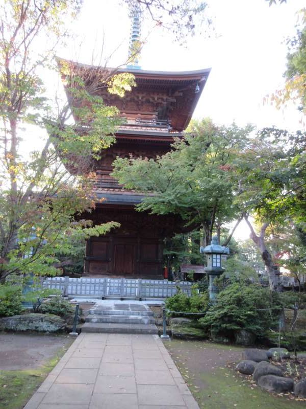 Beautiful three-story pagoda at the Lucky Cat Temple.  Even this pagoda has some cat sculptures.  Can you find them?