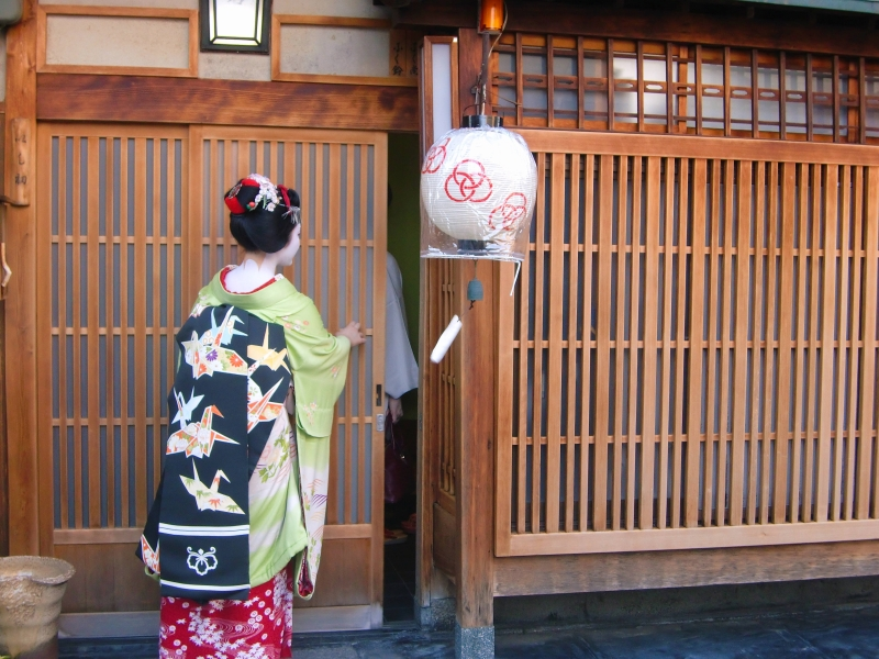 We could also go to Maiko streets before finishing our tour.