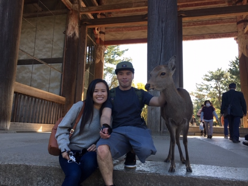 Young couple from the USA at the main gate of Todaiji Temple