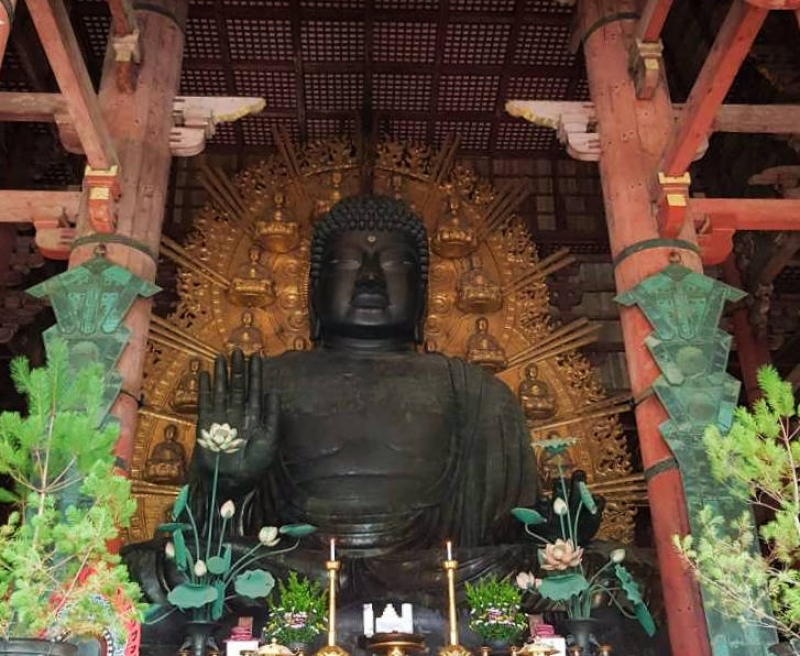 Gigantic Buddha statue. You will be astonished.