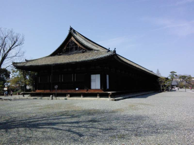 SANJUSANGENDO-TEMPLE WHERE THERE ARE 1001 GOLDEN STATUES OF ENLIGHTENED DEITY