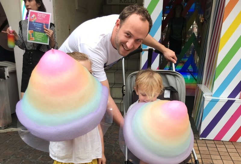 Rainbow-colored cotton candy is popular with children of all ages! (#2)