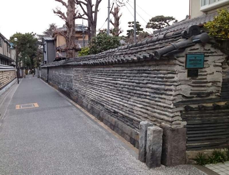 Tsuiji-Bei, a wall of Kannon-ji temple that remains from the Edo Period