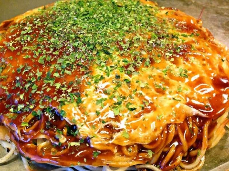 Okonomi-yaki, Hiroshima's soul food