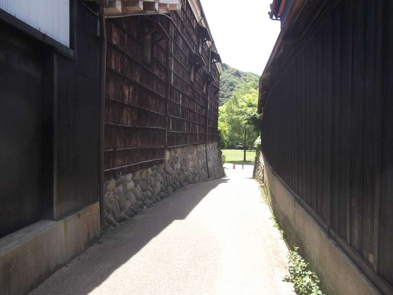 A path leading to Kawaramachi street.