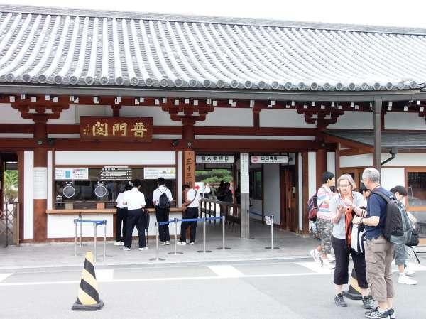 Sanjusangendo Temple's facade