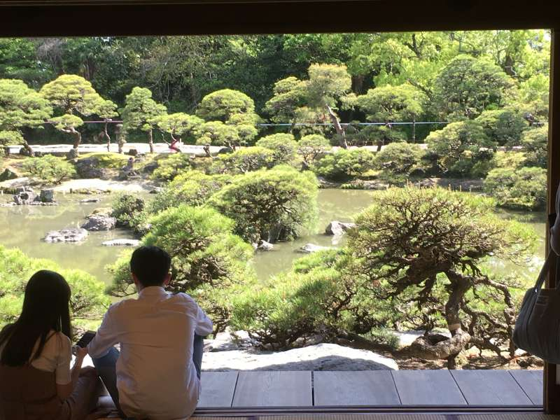 Shoto-en ( A nationally designated site of beauty, and a European-style house,which retains vestiges of the Meiji Era )