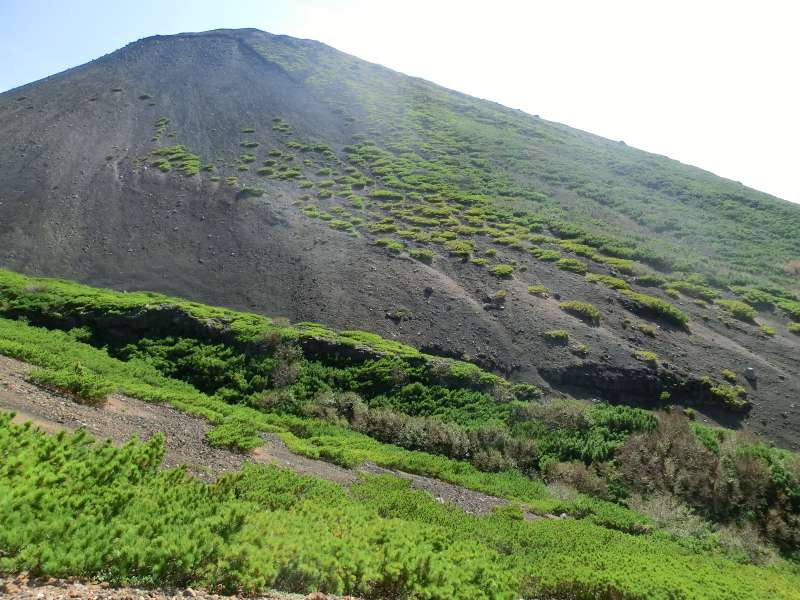 Mt. Akan-fuji , next to Mt. Meakan, looks so blackish because it is covered with volcanic gravel.