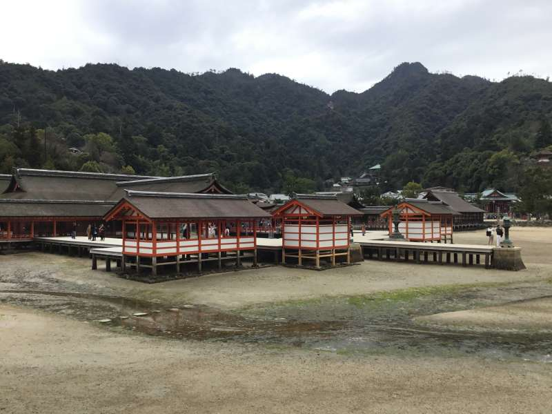 Architecture style of Itsukushima shrine as a manner of noble life of court government