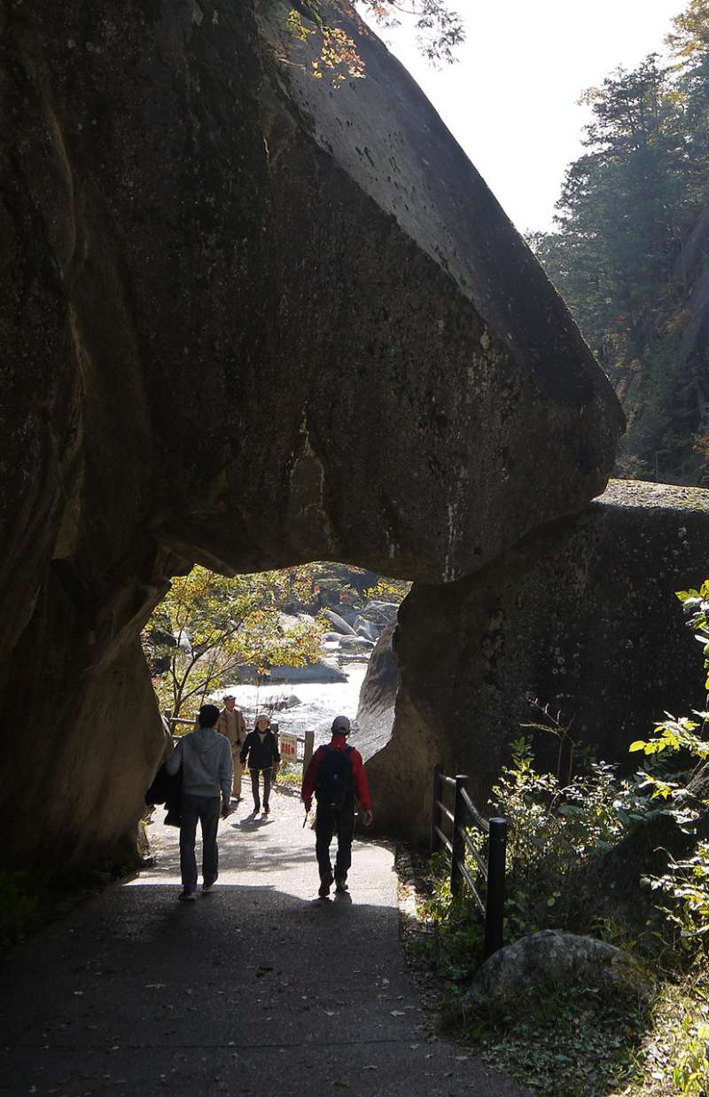 ISHIMON rock gate