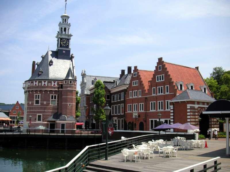 ★HOLLAND VILLAGE ・SAIKAI city Theme park which reproduced Holland port town, a movie theater, restaurants, souvenir shops are available