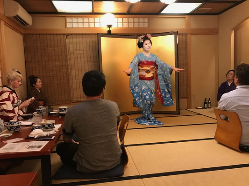 After meal, you'll see maiko dancing performance.