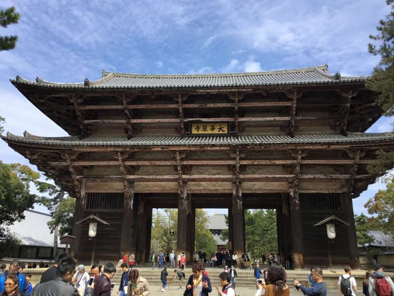 The main entrance gate of Todaiji temple. The basic construction is wooden structure which has been standing more than 800 years though Japan has a suffer from typhoons and earthquakes since ancient times.