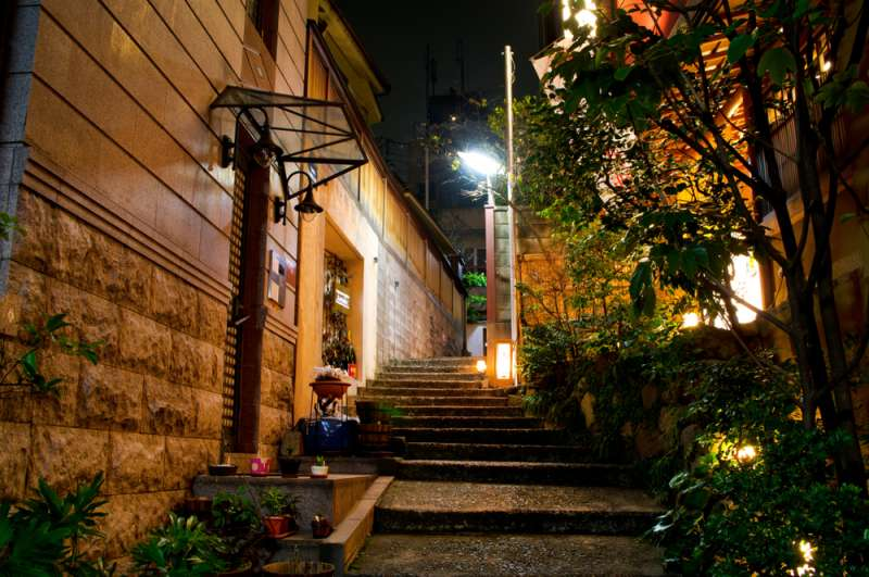An alley of Kagurazaka with some nice restaurants like a hideout (C)picture cells / Shutterstock.com
