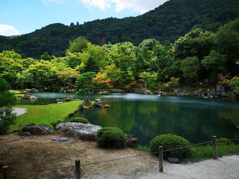TENYUJI,i ts garden is a fine blend of aristocratic tradition and Zen culture, displaying the beauty of the four seasons.
