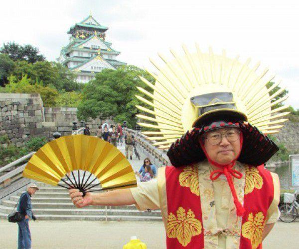 I disguised myself as Toyotomi Hideyoshi wearing haori, or a short coat, and kaboto, or a war helmet of Hideyoshi.