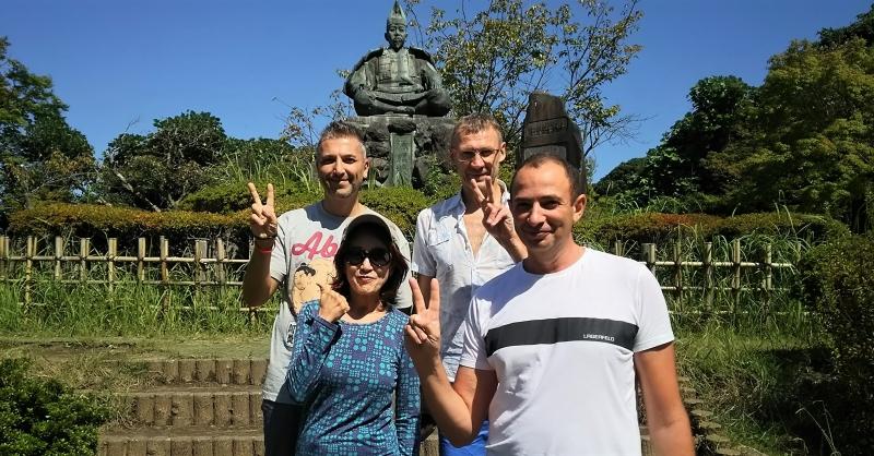 With the statue of Minamoto-no-Yoritomo, the first Shogun in Japan's history.