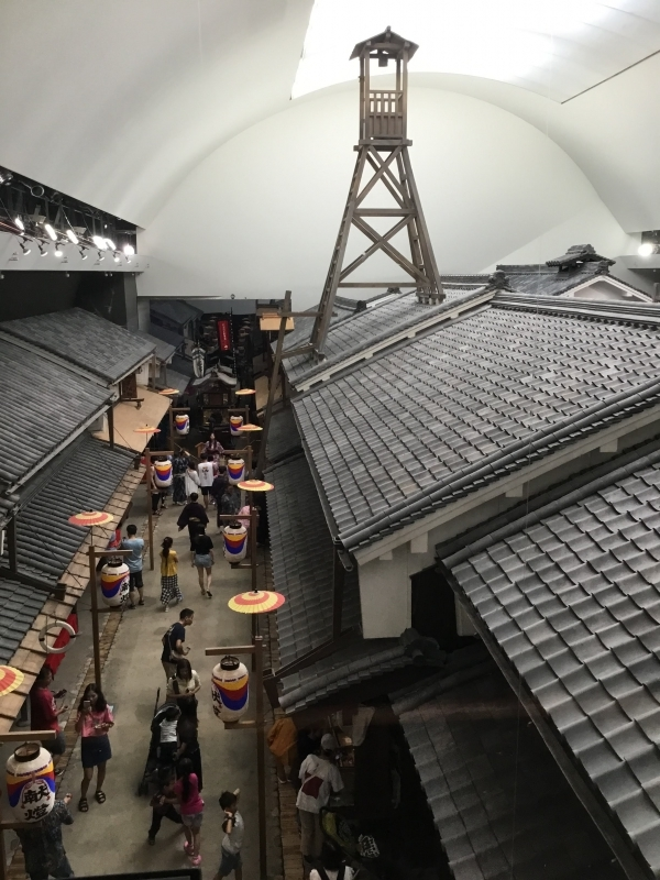 Osaka Museum of Housing and Living : A step back in time to Osaka during the Edo-period . You can freely stroll among the buildings and lanes in a life-sized reproduction of town in the 1830s.