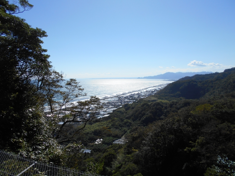 The summit affords a fine view of Suruga Bay
