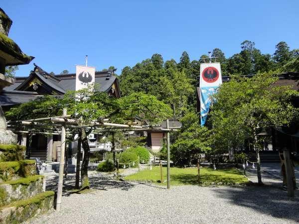Kumano Hongu Taisha with Yatagaras flags