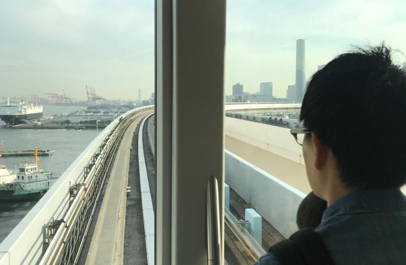 Scenic train ride by Tokyo Bay. (#4)