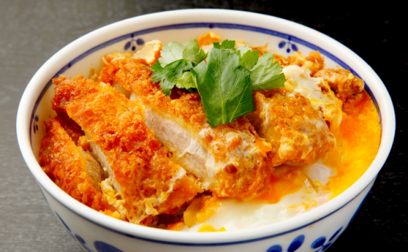 Tendon, deep fried pork cooked with egg.