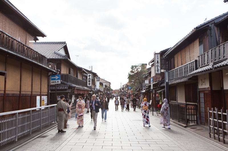 Hanami-koji alley, the main street of Gion district