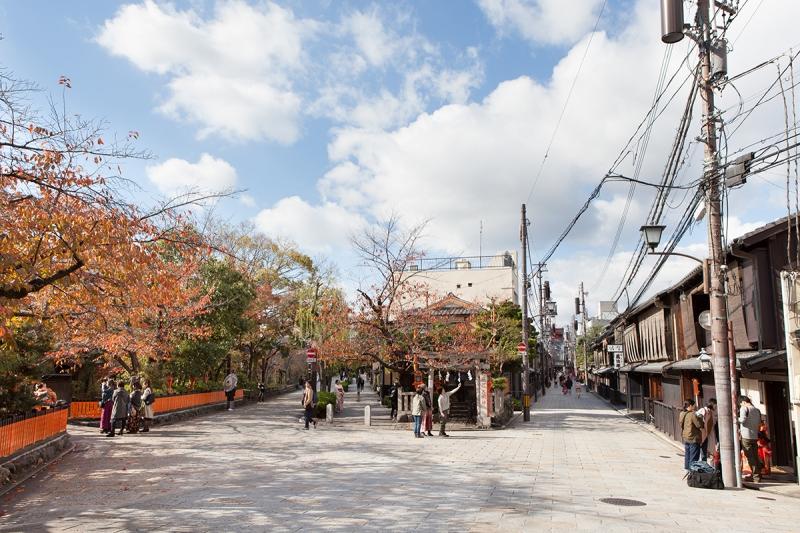 Gion Shimbashi, a popular photo-taking spot among newly-weds.