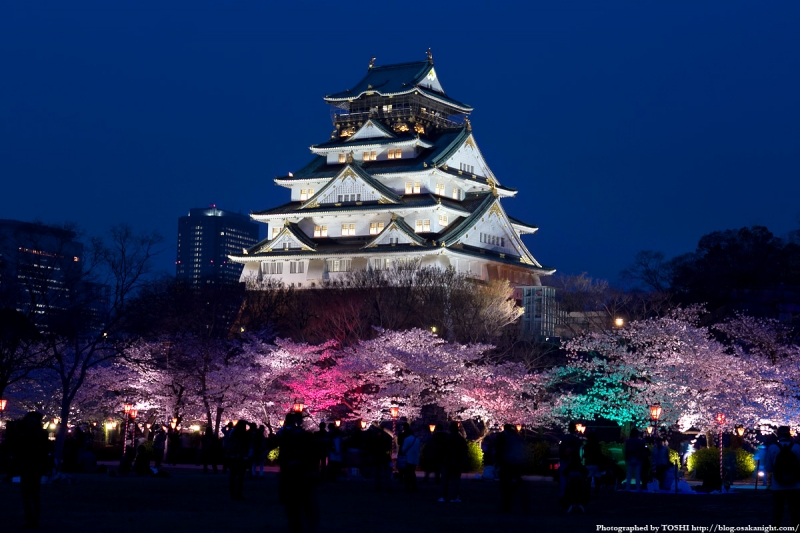 Osaka castle was built in the 16th century by Toyotomi Hideyoshi.The present structure is 3rd generation and there is a museum inside castle.From top of the castle,you can enjoy breathtaking view of Osaka city!