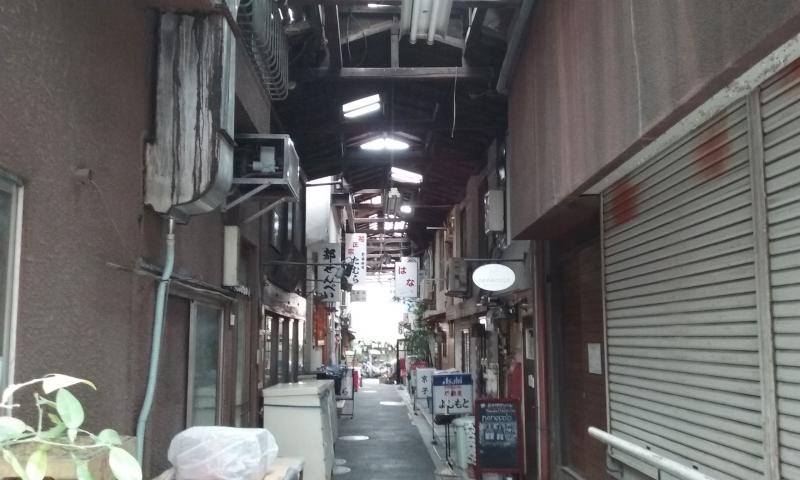 Un angolo di anni cinquanta a Yanaka: i piccoli locali di Hatsune Komichi.