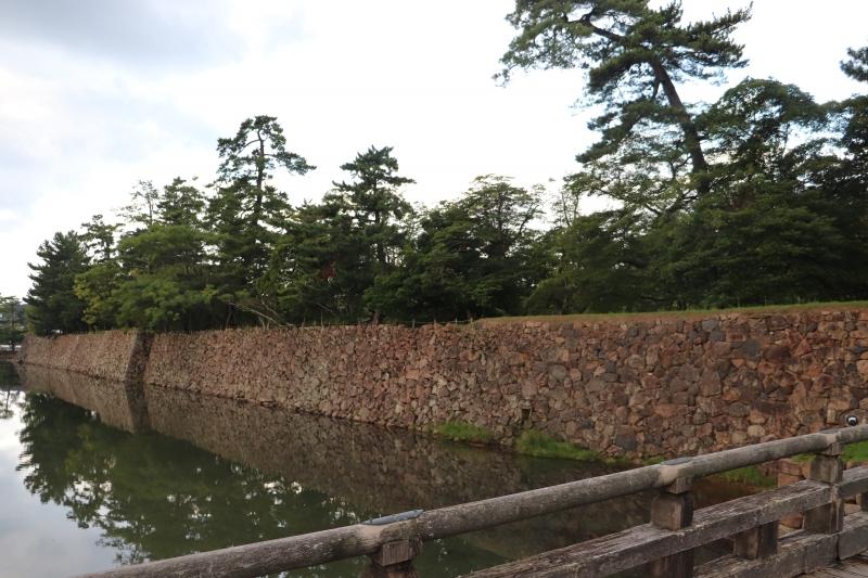 Matsue Castle: Stone wall of the castle