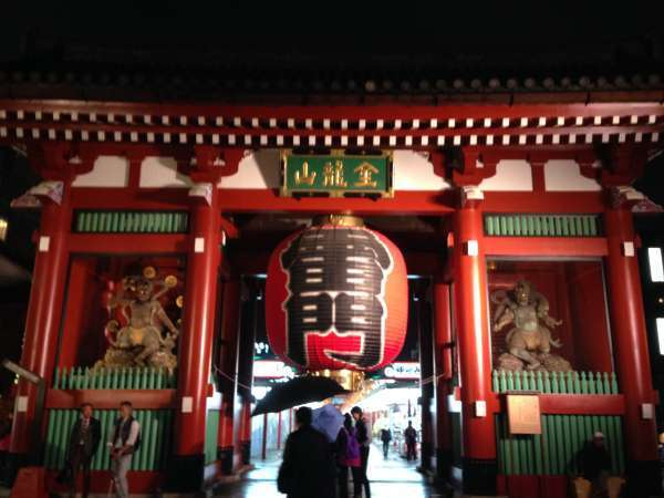 Kaminarimon, thunder gate.