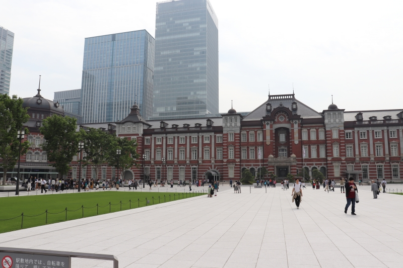 2 Tokyo Station and skyscrapers