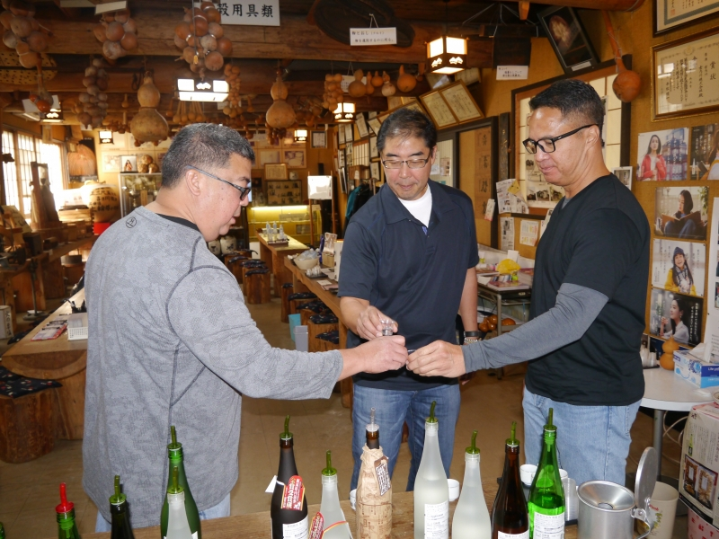 Time to taste as much and as many cups from different sake bottles. You like that 33% highly-polished dai-gijyou while I like this undiluted 19% alcohol sake which is only available here at this sake brewery.