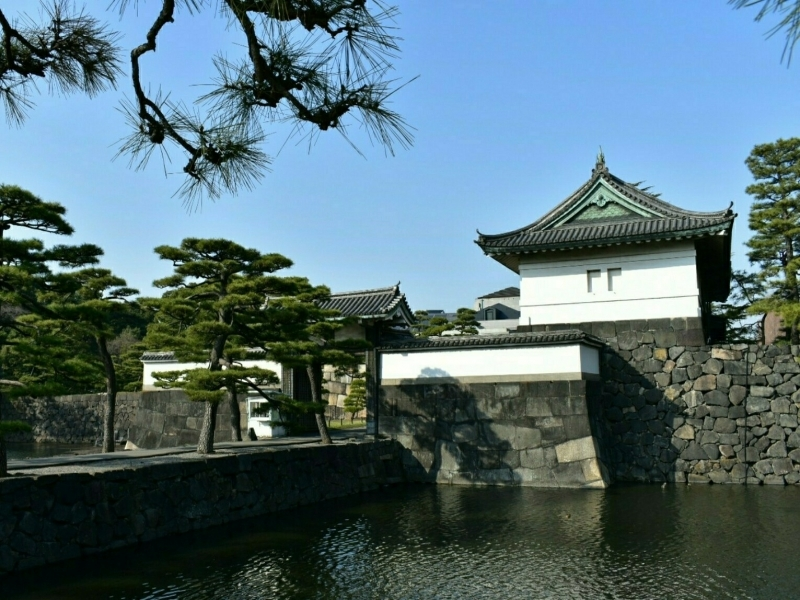 Kikyo-mon gate of theImperial Palace.