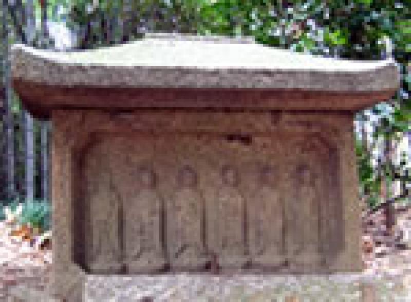 Six stone Buddha image