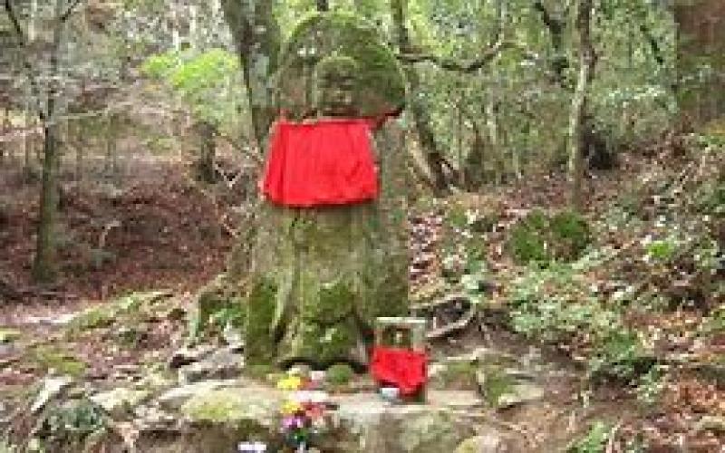 Stone Buddha image along the trail