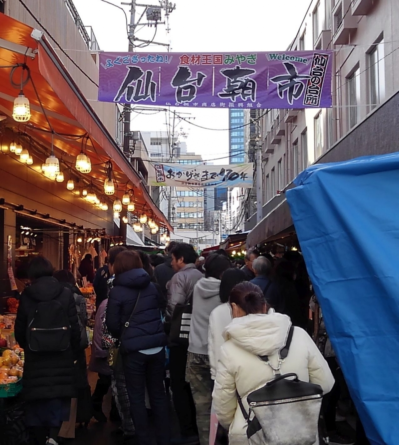 Asaichi Market gets especially crowded at the end of the year. Many locals visit here to prepare for a new year.
