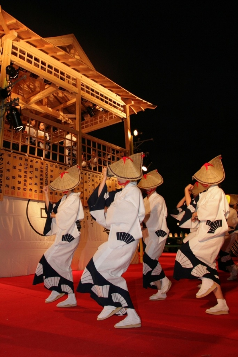 Dekansho-bushi is a old folk song in this area. Dekansho means Descartes, Kant and Schopenhauer who are German philosphoer. Do you know why?