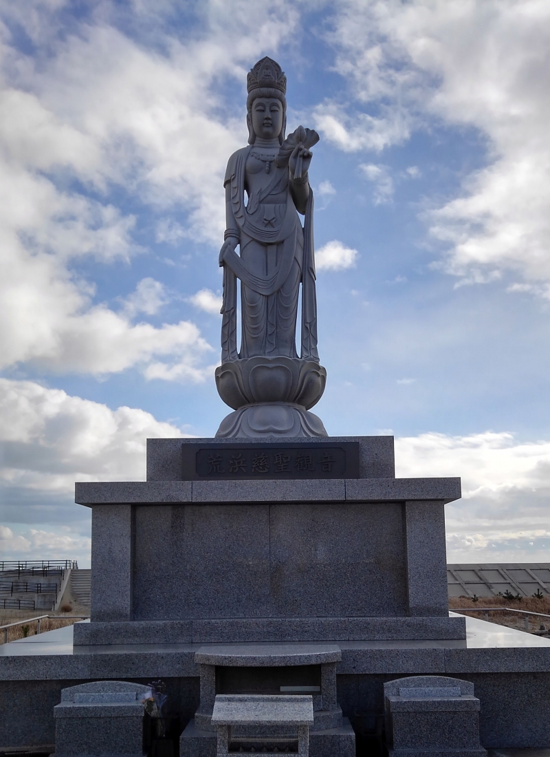 On the coast, there is a memorial statue dedicated to the victims.